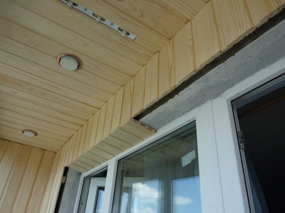 множество фото отделки балконов в деревянном доме стал