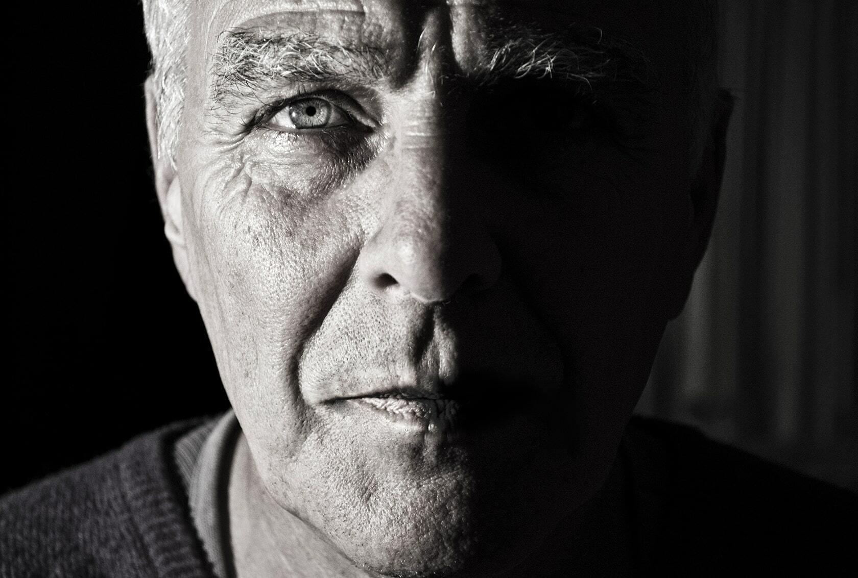 Portretfoto van persoon in zwart/wit uit fotografie collectie mensen van Simon Wijers