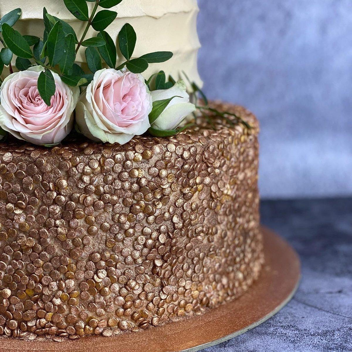 Торт с живыми розами фото