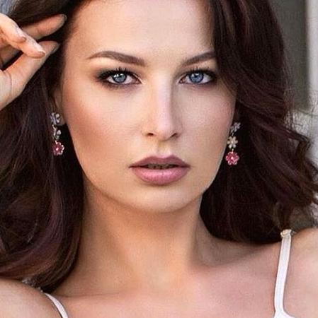 Девушка модель для рекламы одежды москва резюме для девушки образец без опыта работы