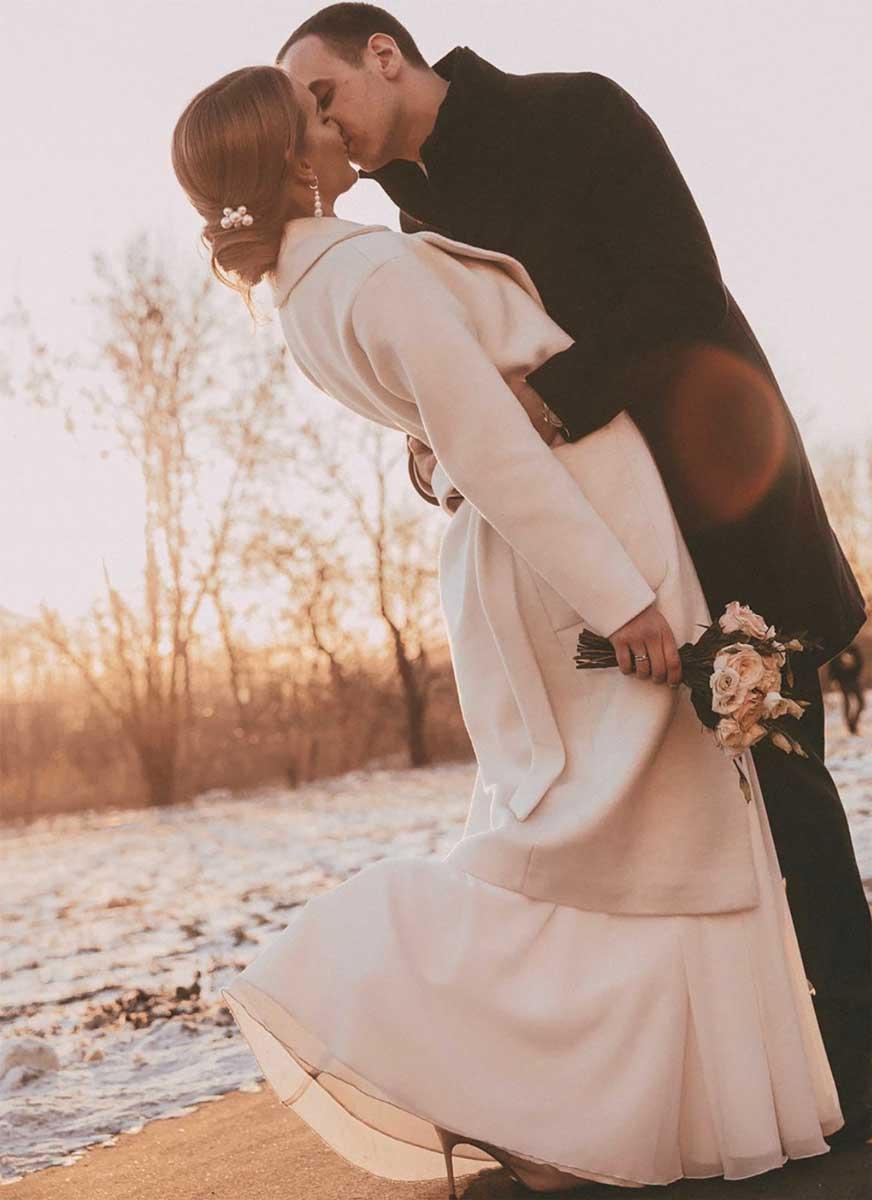 Низкий свадебный пучок с жемчугом 2020 для невесты Ольги