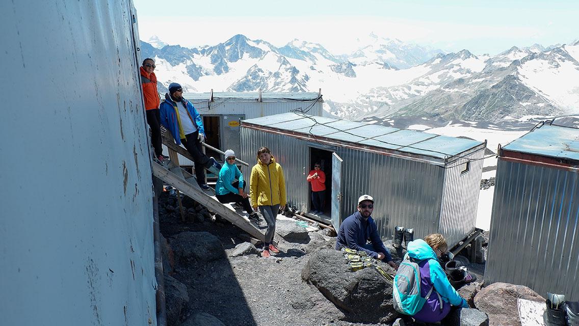 Приют для восхождения на Эльбрус с юга
