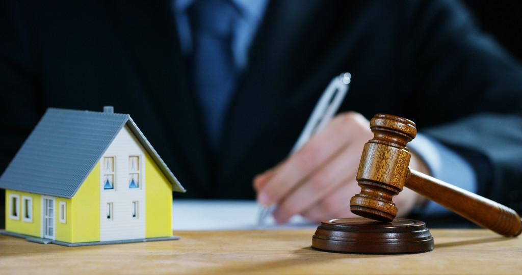 юрист по жилищным спорам