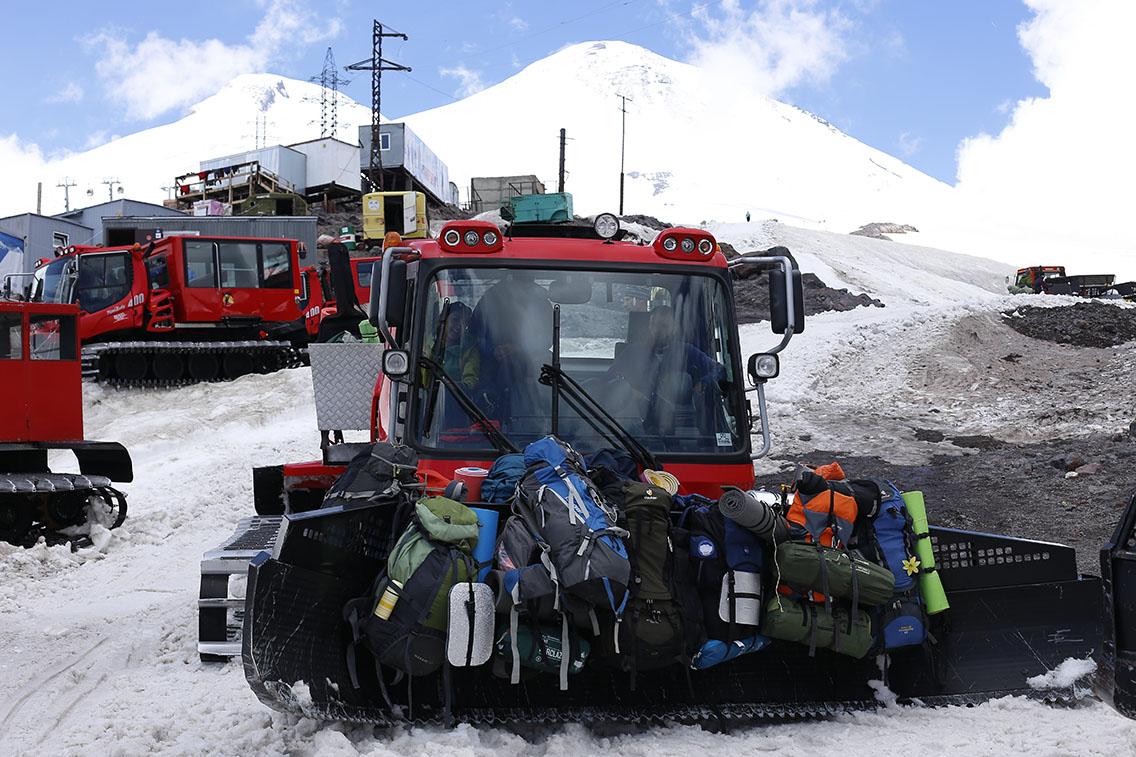 Ратрак для восхождения на Эльбрус