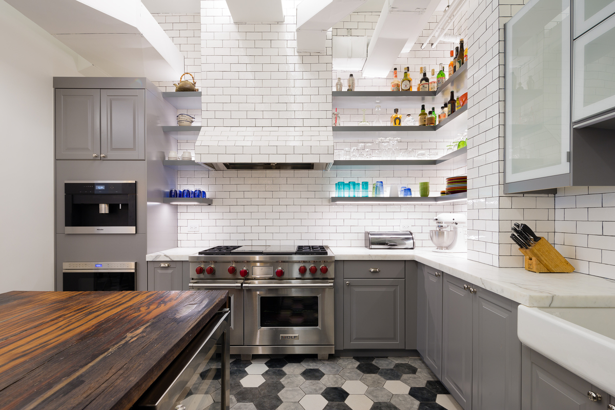 кухня в стиле лофт атмосфера индустриального минимализма