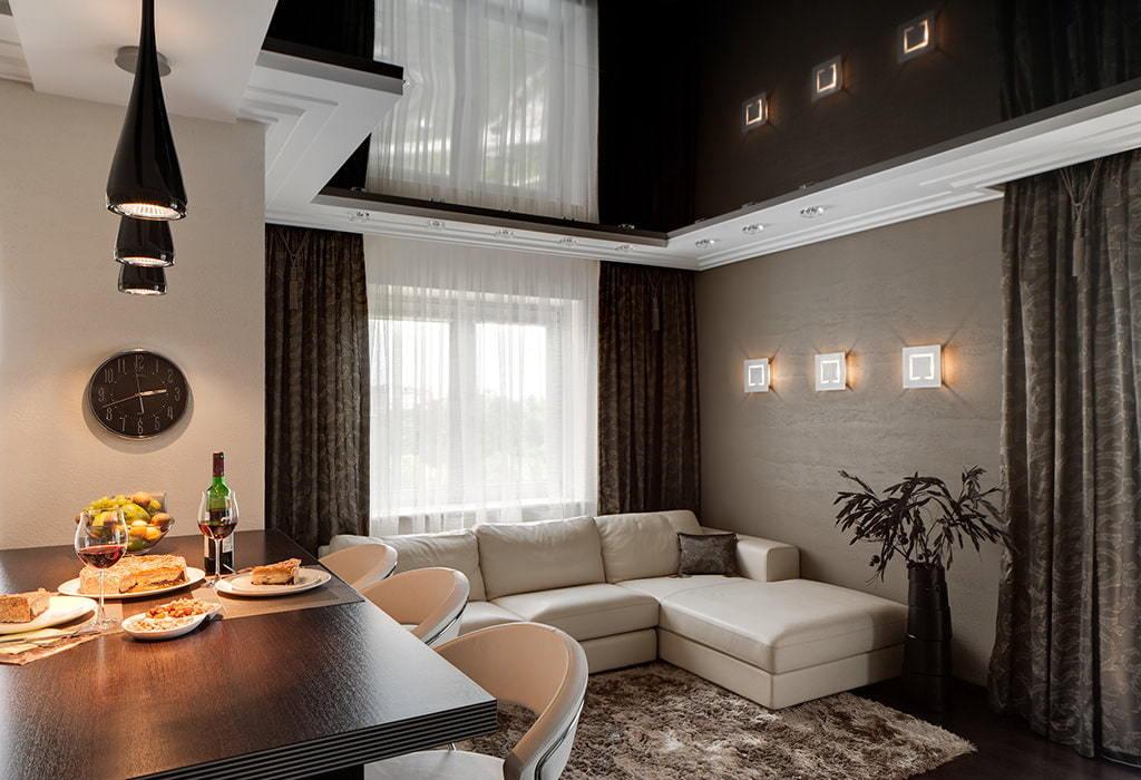 Картинки натяжных потолков в гостиной и на кухне