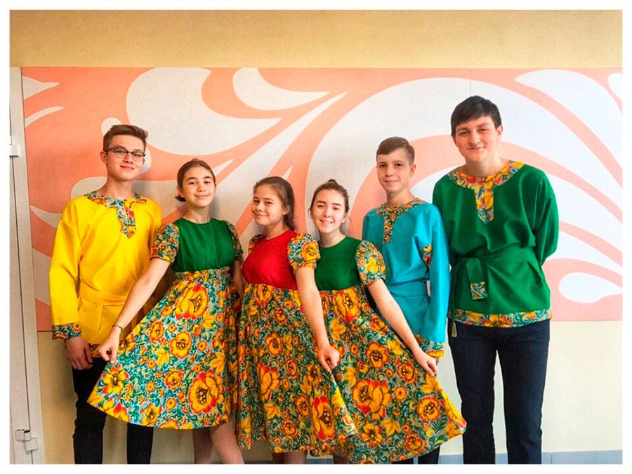 День народного единства, ноябрь, старшеклассниками для учащихся начальной школы были проведены тематические перемены (народные игры)