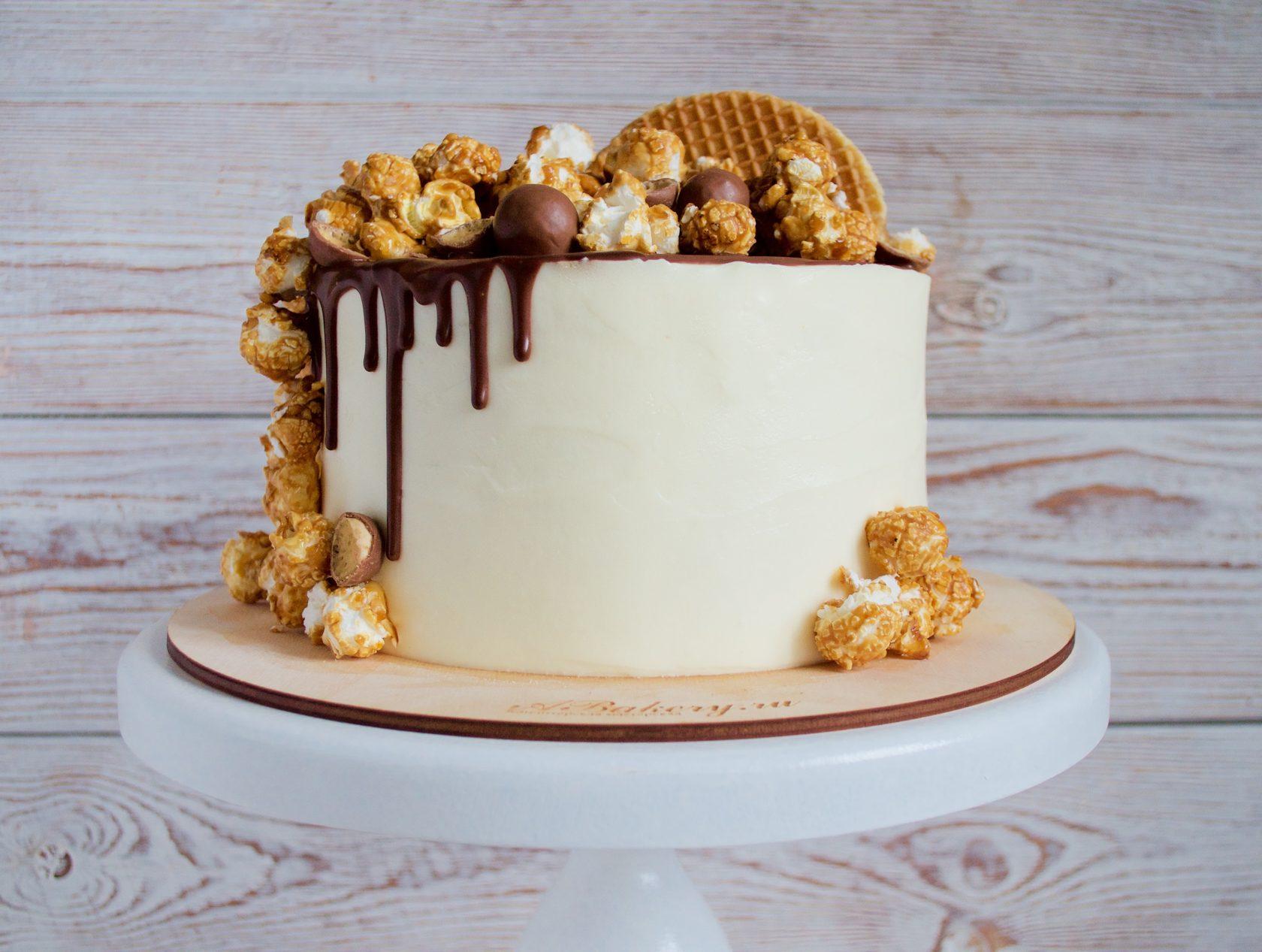 украсить торт попкорном