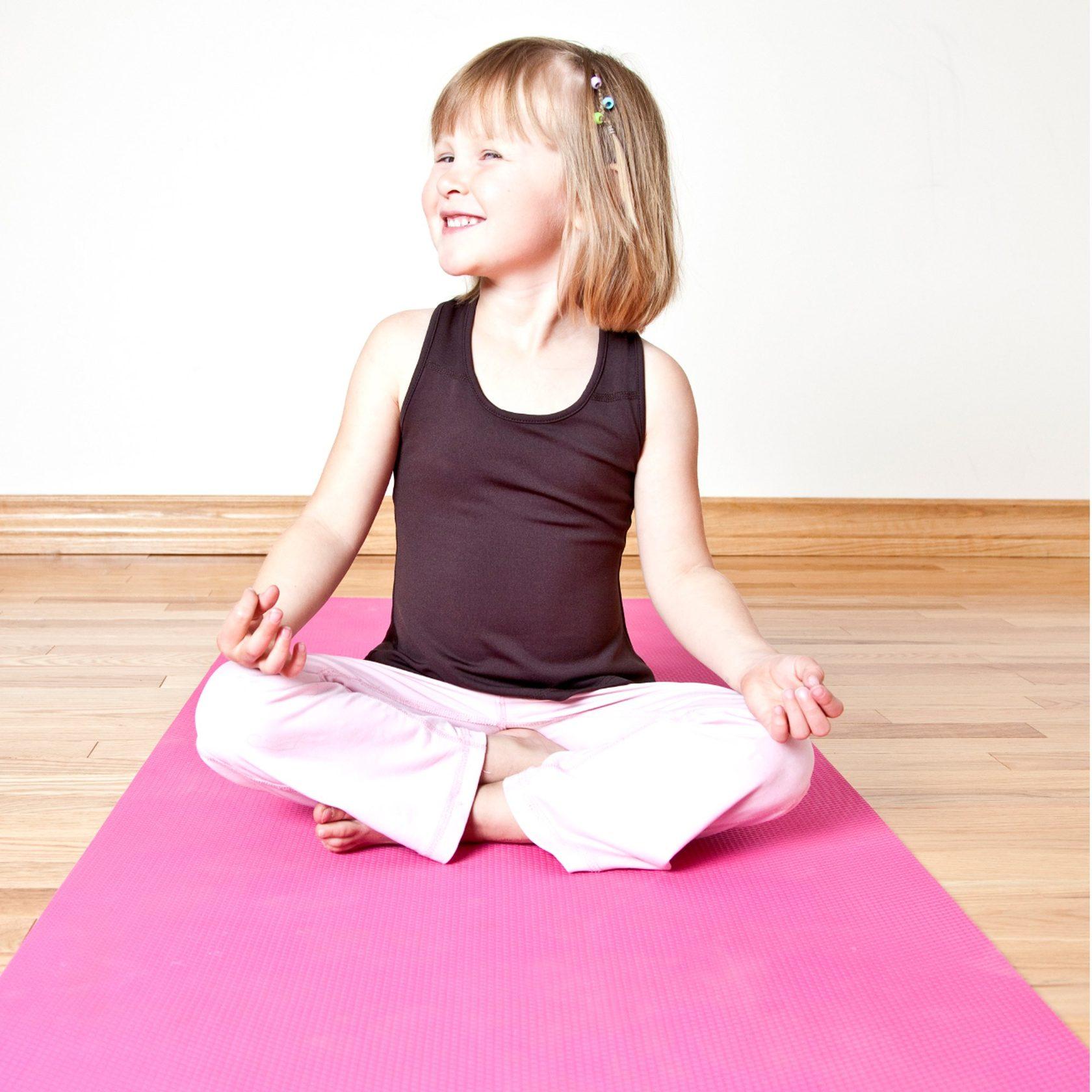 Новому году, картинки йога для детей