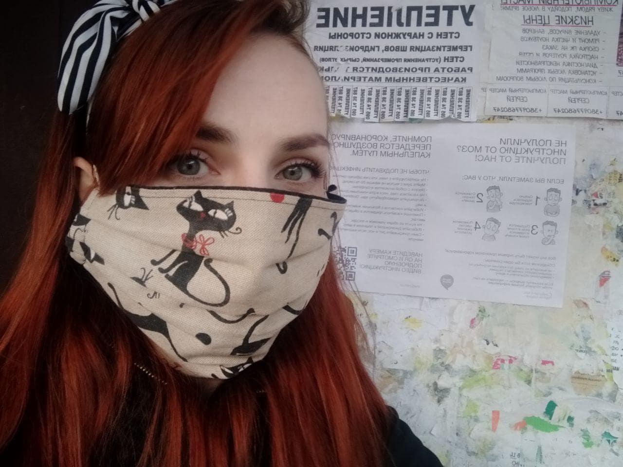 Команда Партії Шарія Полтава розклеює інформативні листівки про коронавірус