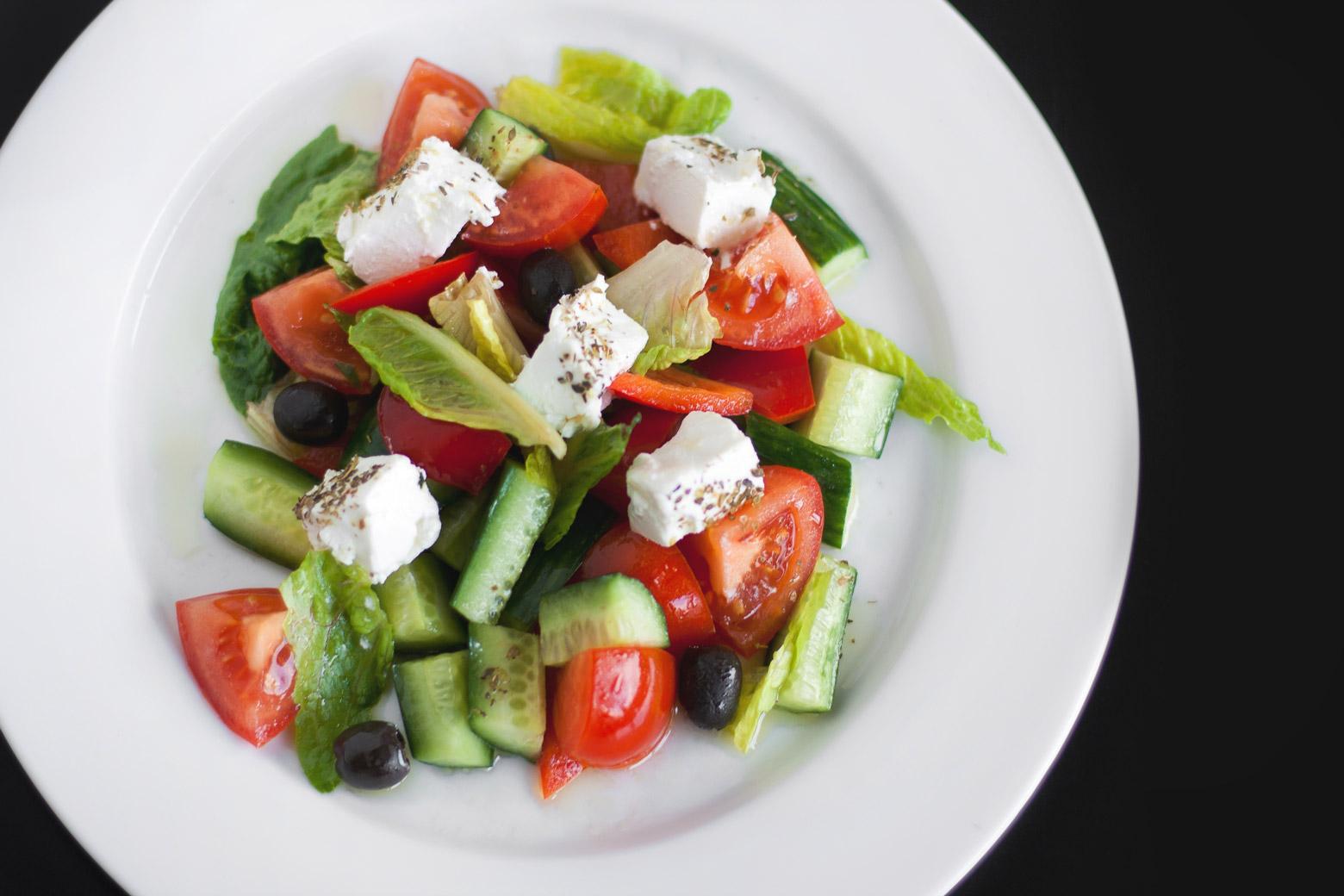 Салат с огурцами и помидорами для похудения