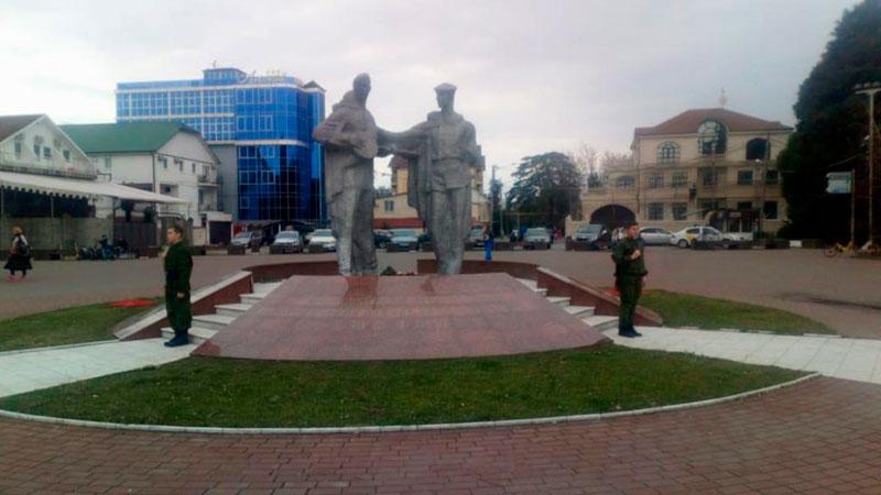 Адлерский-мемориал--пост-№1,-юнармейцы-нашей-школы