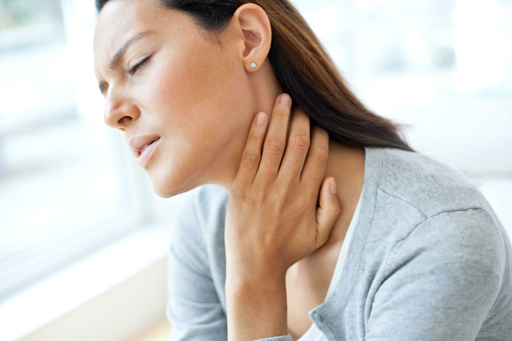 боль в горле при зевании