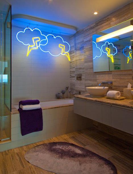 Неоновые изделия для ванной комнаты